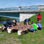 Inpsyde macht auf der Teamfreizeit eine Floßtour