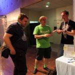 WordCamp Europe Paris Review. Inpsyder Robert redet mit Sponsoren