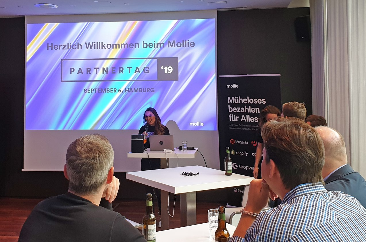 Aleah Belluga Vortrag auf dem Mollie-Partnertag