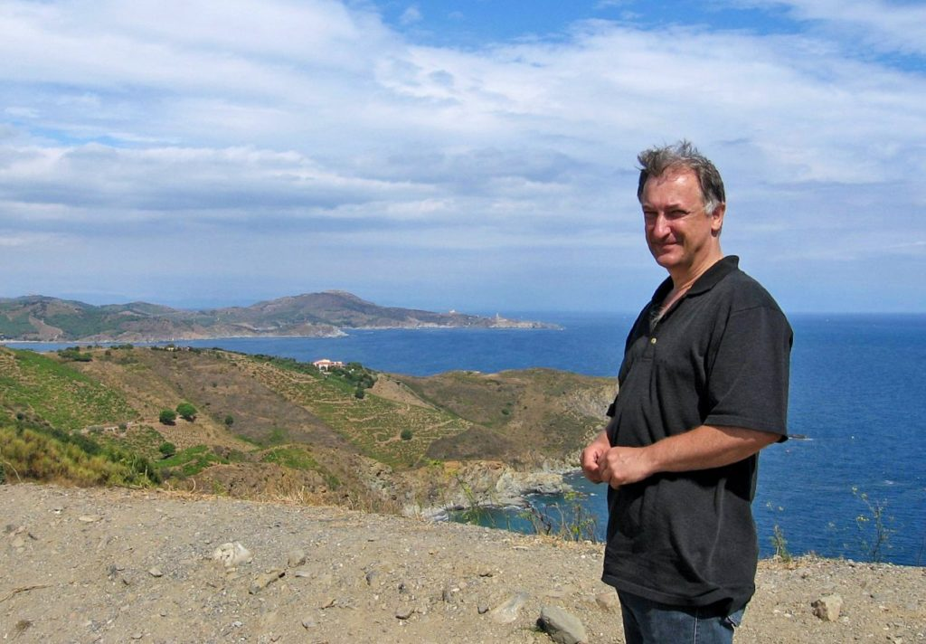 Inpsyde Gründer und CFO Heinz Rohé vor einer Seelandschaft